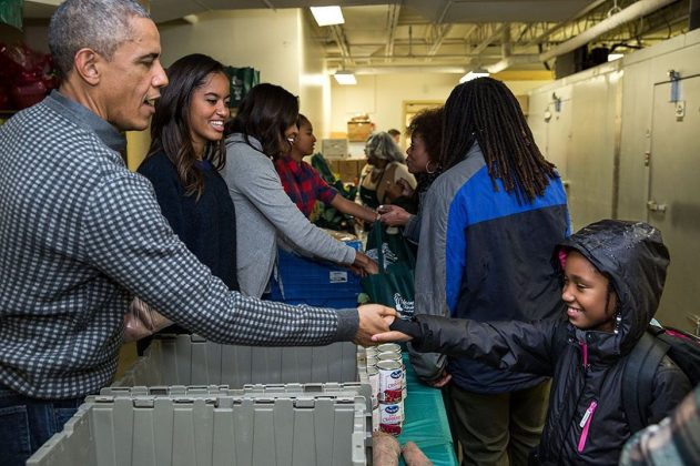 Former president Barack Obama shared an image of his family giving back. (Photo: Instagram)