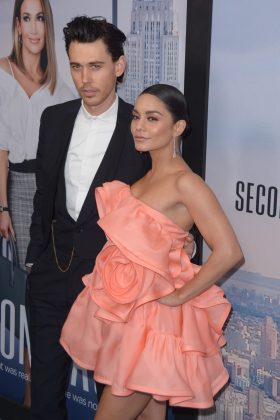 "Vanessa Hudgens cozied up to Austin Butler at the premiere of her movie ""Second Act."" (Photo: WENN)"