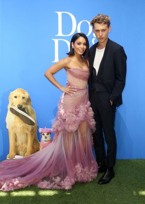 "Austin Butler showed his unconditional support to his girlfriend at the premiere of her movie, ""Dog Days."" (Photo: WENN)"