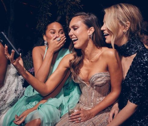 We just want to know what Chrissy Teigen, Jessica Alba, and Kelly Sawyer are looking at! (Photo: Instagram)
