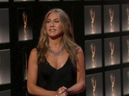 Jennifer Aniston, 51, looked gorgeous in a low-cut black gown and silver jewelry (Photo: ABC/Release)